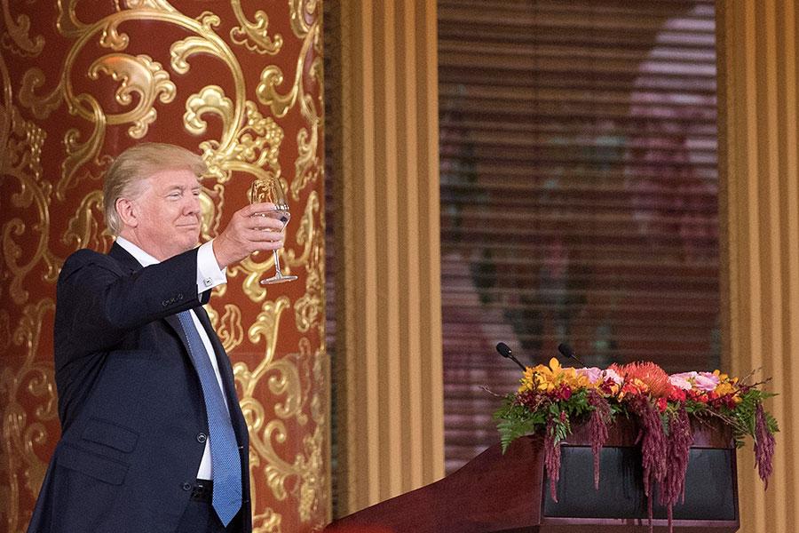特朗普此次出訪的真正收穫,是和習近平進行了面對面的會談,這樣的會議有助於雙方評估對方的決心,以及避免對分歧問題的誤判。(THOMAS PETER/AFP/Getty Images)