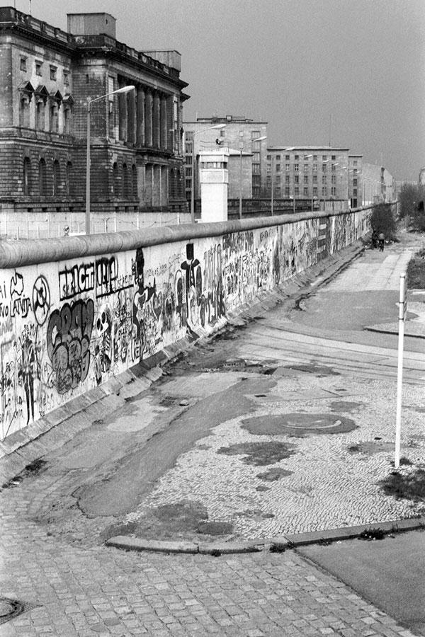 柏林牆是德國歷史的見證,它是冷戰的象徵,是東德逃亡者死亡的標記。今年11月9日則是它倒塌28年的日子。(iStock.com/Jaxon-Grafik)