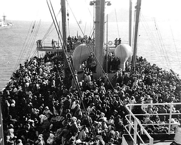 美國運輸船Meredith Victory號正抵達巨濟島。