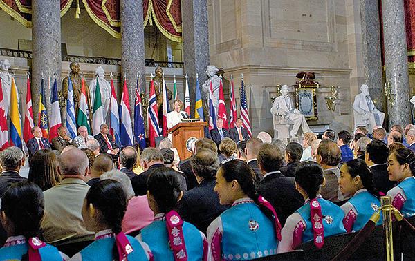 2010年6月24日在美國國會大廈隆重舉辦韓戰六十周年紀念。(攝影/李莎)