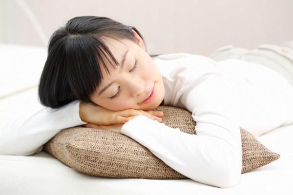 忙碌的現代生活、複雜的人際關係、工作與生活家庭的壓力,使不少人因此失眠,專家列出改善臥室的六大竅門,有助提高睡眠品質。(Fotolia)
