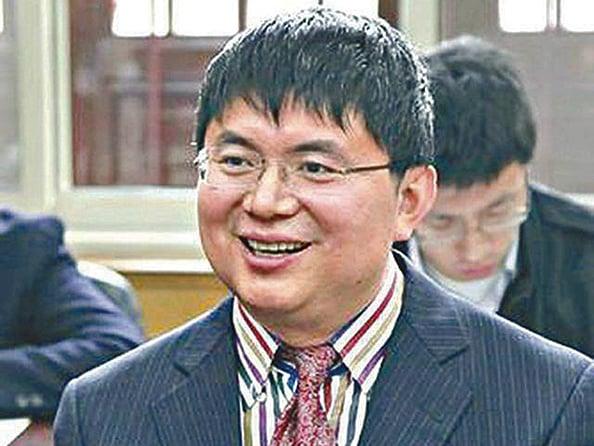 年初從香港被帶返大陸調查的「明天系」掌門人肖建華,其關聯公司被指向趙薇該宗收購提供資金。(網絡圖片)