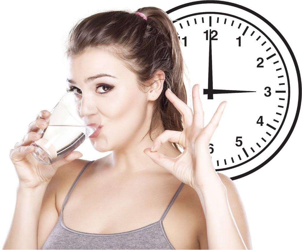 過了下午3點,是膀胱經最活躍時間,喝白開水或茶,可補益膀胱,利於人體的雜質排出。(Fotolia)