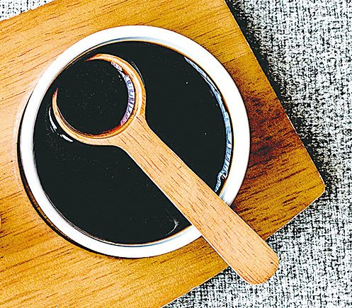 傍晚5至7時補腎最有效,可吃黑豆,喝黑芝麻糊等補腎的食物飲品。(Fotolia)