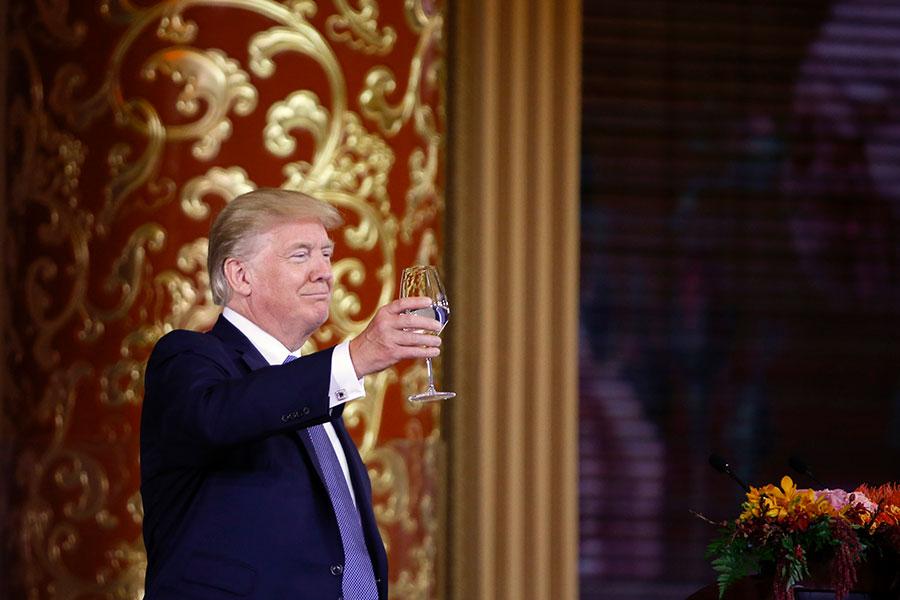 特朗普希望與中國建立一個充滿活力的貿易關係。(Thomas Peter-Pool/Getty Images)