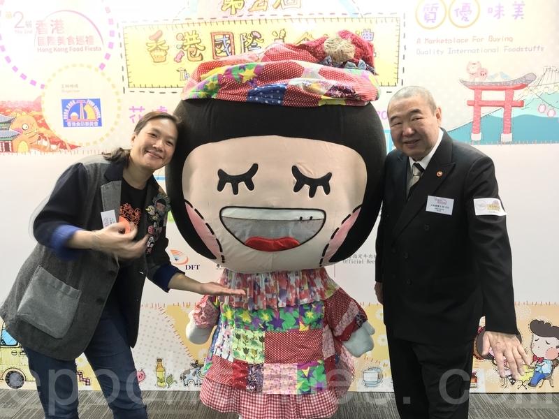 Chocolate Rain設計師麥雅端與老字號王榮記老闆王柏源博士合影。(王文君/大紀元)