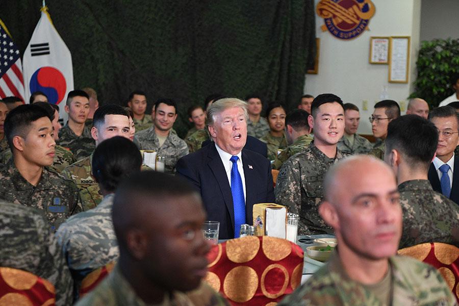 美軍士兵們表示,特朗普總統的講話激勵人心。(JIM WATSON/AFP/Getty Images)