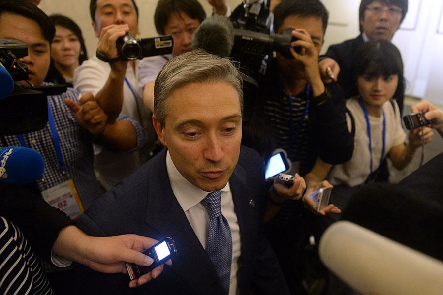 加拿大貿易部長查帕格尼(Francois-Philippe Champagne)在TPP部長會議後接受媒體採訪。(HOANG DINH NAM/AFP/Getty Images)