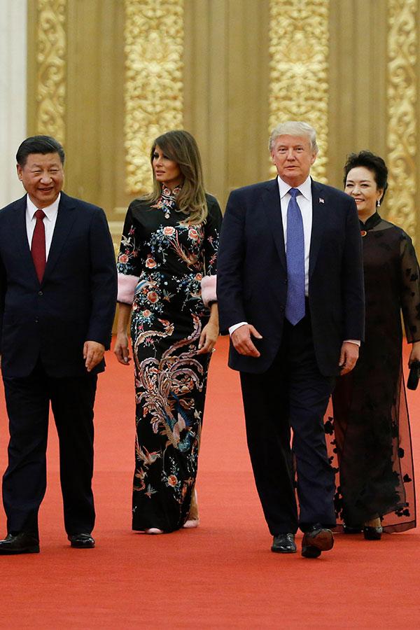 訪華第2天,9日晚上,特朗普總統和梅拉尼婭參加國宴。(Thomas Peter – Pool/Getty Images)