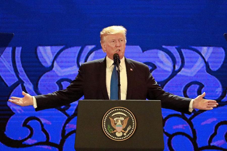 11月10日,特朗普總統在APEC會議上演講。(NYEIN CHAN NAING/AFP/Getty Images)