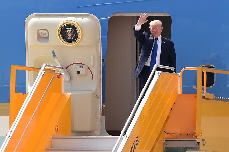 美國總統特朗普周五(11月10日)抵達越南。(YE AUNG THU/AFP/Getty Images)