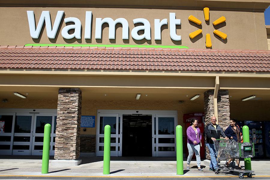 近日,阿拉巴馬州一個陪審團裁定沃爾瑪應賠償一名上門買西瓜的客戶750萬美元。(Joe Raedle/Getty Images)