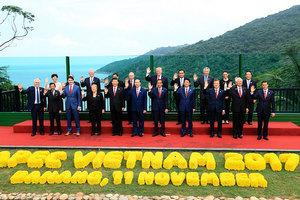 APEC峰會 台灣代表宋楚瑜與特朗普握手寒暄