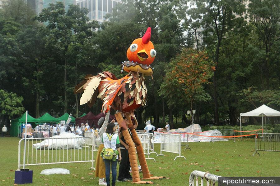 巨型公雞。(陳仲明/大紀元)