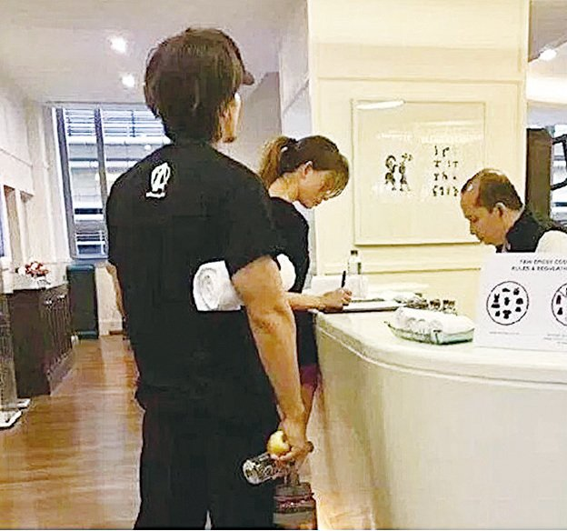 有網民野生捕獲言承旭出現在林志玲下榻的酒店