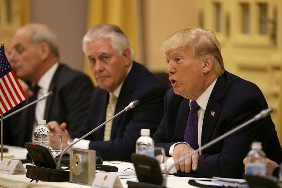 美國總統特朗普於11月12日表示,如果能與北韓領導人金正恩成為朋友,那對北韓和全世界而言,都將是「好事」。圖為他於當天與越南領導人進行雙邊會談。(Na Son Nguyen/POOL/AFP)