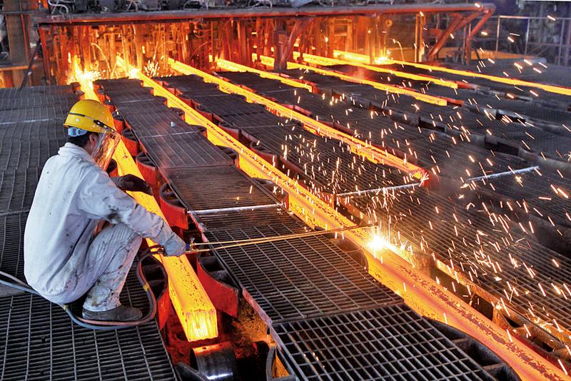 歐美多國19日呼籲採取緊急行動,解決全球鋼鐵產能過剩問題。圖為大陸鋼鐵工人工作中。(Getty Images)