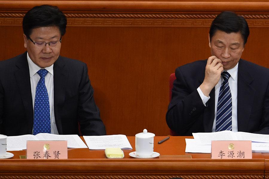 今年中共十九大,高層人事進行了大洗牌。其中有多名未到退休年齡的前中共政治局委員被踢出局,包括張春賢(左)、李源潮(右)等。(WANG ZHAO/AFP/Getty Images)
