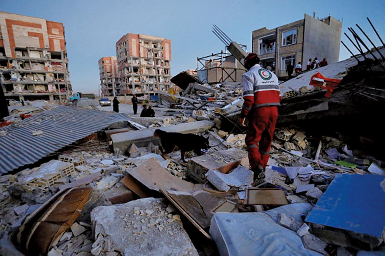 伊朗與伊拉克邊境地區發生7.3級強震,已經造成至少300多人罹難、近4,000人受傷。(AFP)