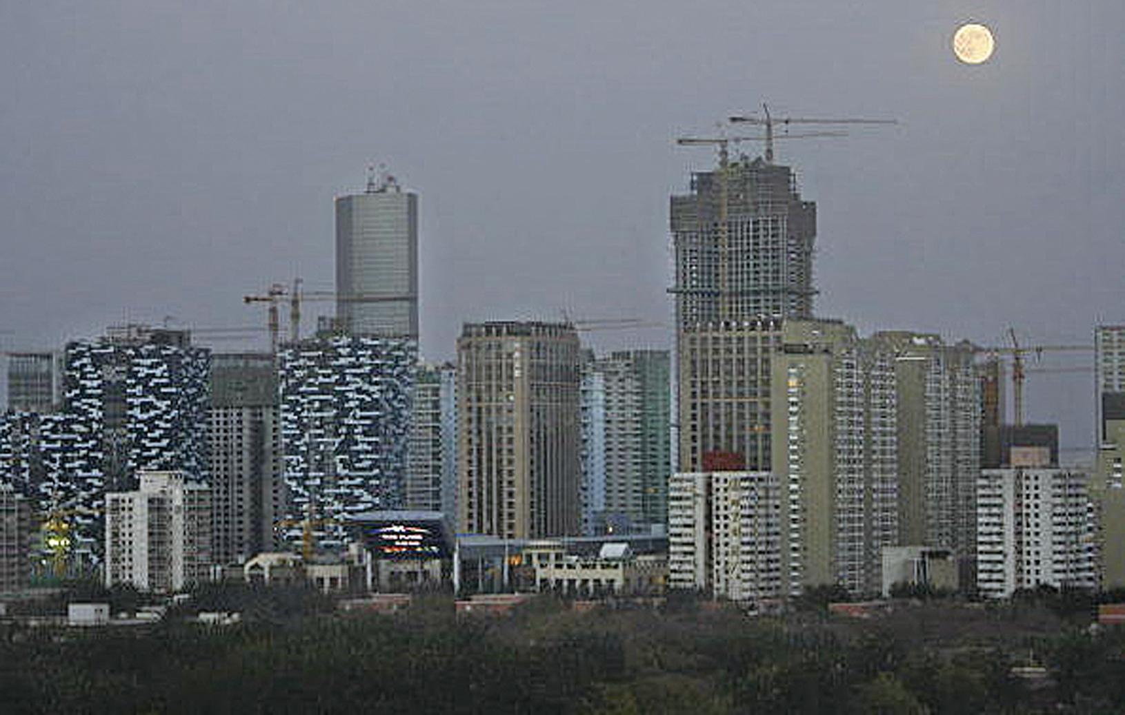 大陸50餘座城市推出了限售政策,有學者揭示了背後因素。(Getty Images)