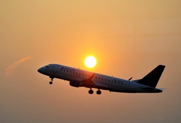 航空公司的稅和各種費用加起來有時可能會令你的旅途變得更加昂貴。(JEWEL SAMAD/AFP/Getty Images)