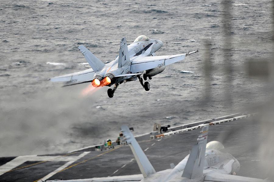 F/A-18E超級大黃蜂戰機慈寧宮羅斯福號升空。(U.S. Navy photo by Mass Communication Specialist 1st Class Michael Russell/Released)
