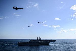戰機伴隨三航母 美日韓軍演聲勢浩大