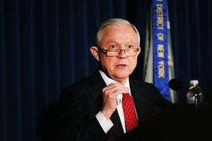 美議員促司法部「工作」 專案調查希拉莉