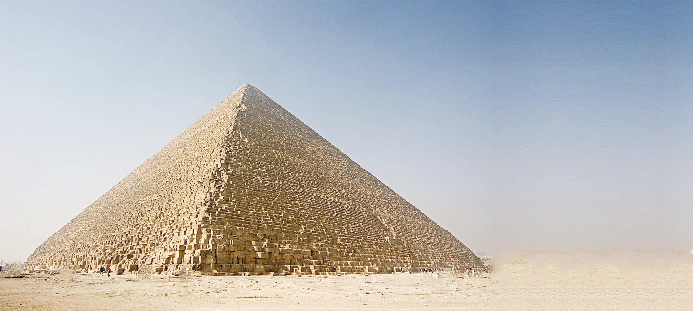 胡夫金字塔,也被稱作吉薩大金字塔,是埃及吉薩三座金字塔中最為古老也是最大的一座。(維基百科)
