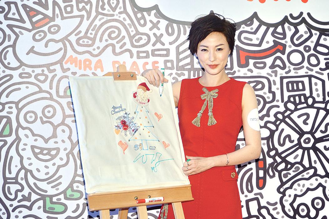 劉心悠曾修讀設計,她更即場繪畫發揮創意。(宋碧龍/大紀元)