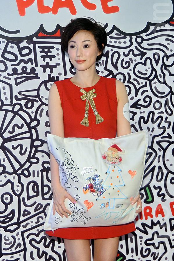 劉心悠與英國Pop Art藝術家Mr.Doodle一起完成的作品。(宋碧龍/大紀元)
