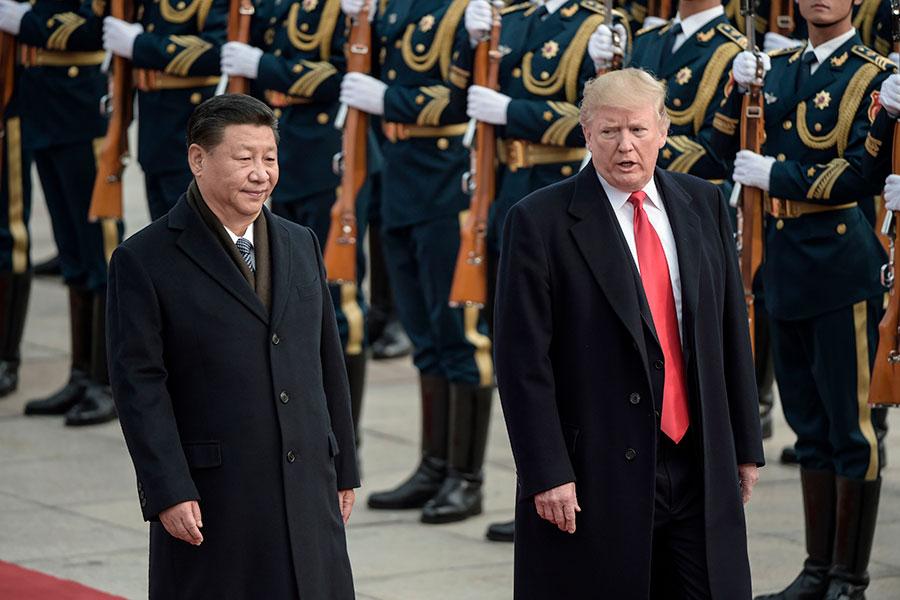 過去,中共一直被美國視為平壤與國際社會之間的主要橋梁,這次「特金會」的消息卻是由南韓特使在華府單方面公佈。圖為特朗普訪華和習近平在一起。(FRED DUFOUR/AFP/Getty Images)