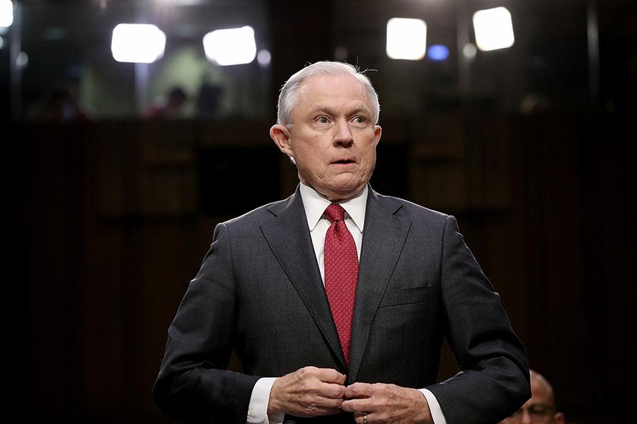 美國司法部11月13日告訴眾議院,司法部長塞申斯考慮任命特別檢察官,調查克林頓基金的交易以及奧巴馬時代的一宗鈾協議。(Win McNamee/Getty Images)