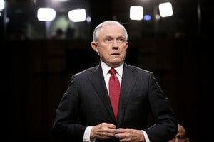 塞申斯考慮任命特別檢察官 查克林頓基金會