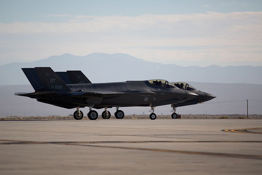 美國眾議院於11月14日通過《國防授權法案》,授權國防部動用7,000億美元的預算改善軍備。圖為美軍一架F-35戰機。(DAVID MCNEW/AFP)