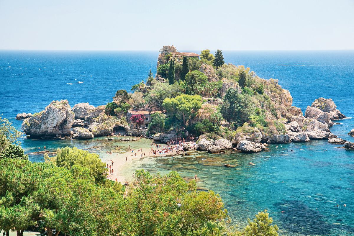 美麗的地中海賦予了西西里迷人的自然風景,吸引了世界各地的眾多遊客。(shutterstock)