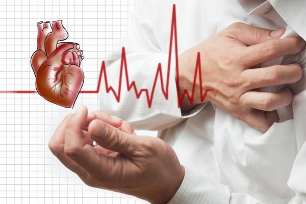 暴怒、焦慮、大吃一餐後,都可能引發心臟病發作。(Fotolia)