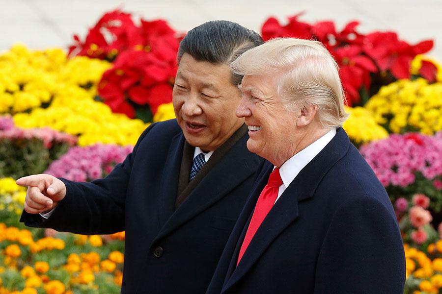 美國總統特朗普周日(4月8日)發誓跟習近平永遠是朋友,儘管二人之間有貿易分歧。特朗普和助手們正在試圖平息市場對中美貿易戰的擔憂。(Thomas Peter-Pool/Getty Images)