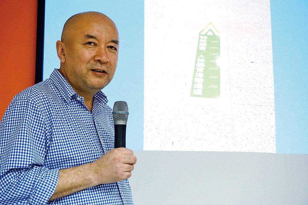 11月2日,流亡海外的新疆醫生安華托帝博格達受邀在台灣高雄演講。(李怡欣/大紀元)
