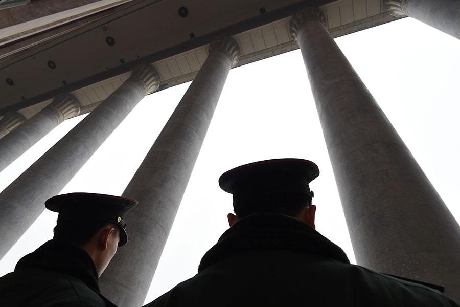 中國問題專家認為,依法治國最大阻力來自政法委。(GREG BAKER/AFP/Getty Images)