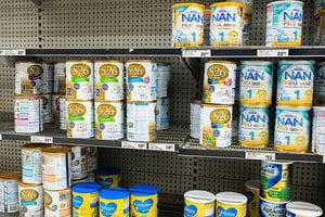 代購團囤積澳奶粉招怨 中國食品安全是禍因