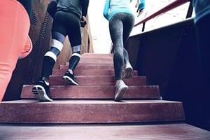 上班上課沒精神?爬樓梯10分鐘 提神勝咖啡因