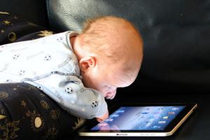 握筆成挑戰 觸屏抑制兒童手部技能發展?