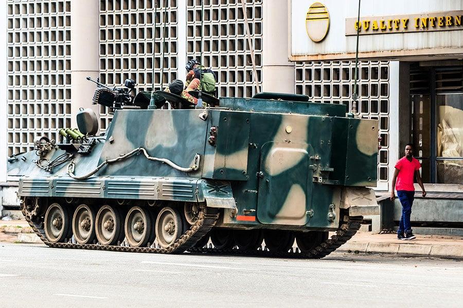 津巴布韋執政黨支持民眾遊行 要總統下台