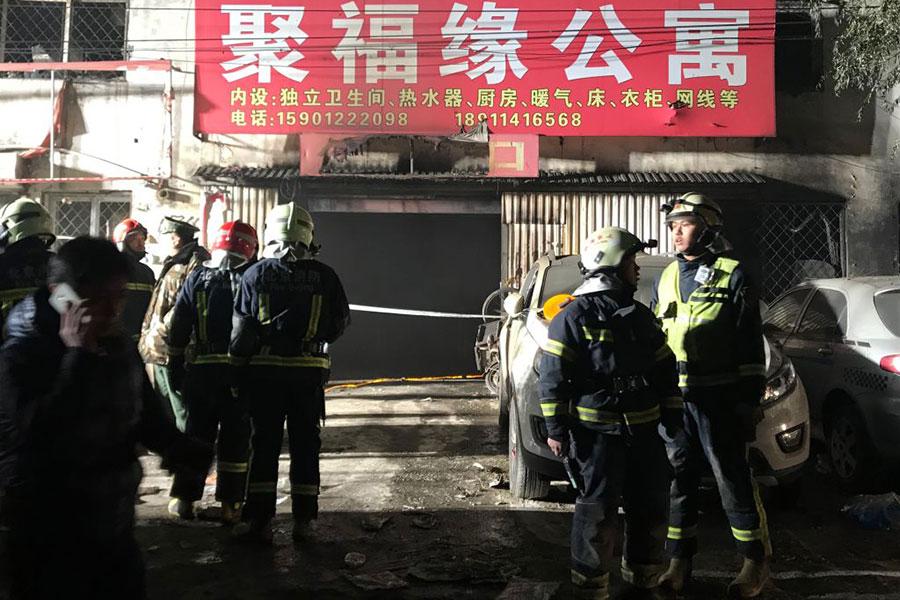 11月18日晚,北京市大興區一間出租公寓發生大火,造成19死8傷的慘劇。(VCG/VCG via Getty Images)