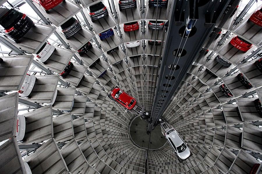 德國企業對中共企圖加強對外企的控制提出擔憂。它們周五(11月17日)警告說,中共在外企安插黨支部的做法可能迫使它們考慮撤出中國市場。圖為大眾汽車公司。(Sean Gallup/Getty Images)