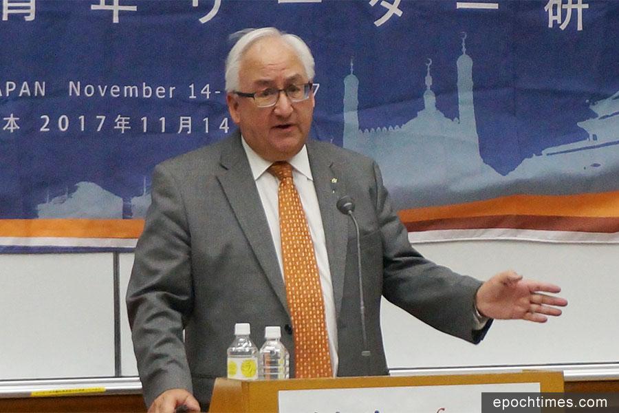 11月14日至17日,第12屆族群青年領袖研習營在日本東京奧林匹克中心召開,澳洲議員邁克爾・丹比在研討會上發表演講。(文亮/大紀元)