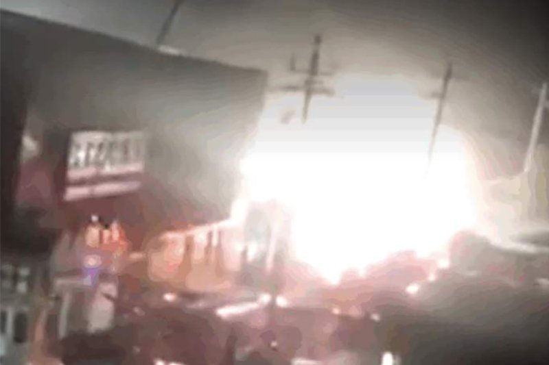 北京大興區西紅門鎮新建村三層(含地下一層)廉價公寓「聚福緣」被大火及濃煙吞噬,釀19死8傷的慘禍。(視像擷圖)