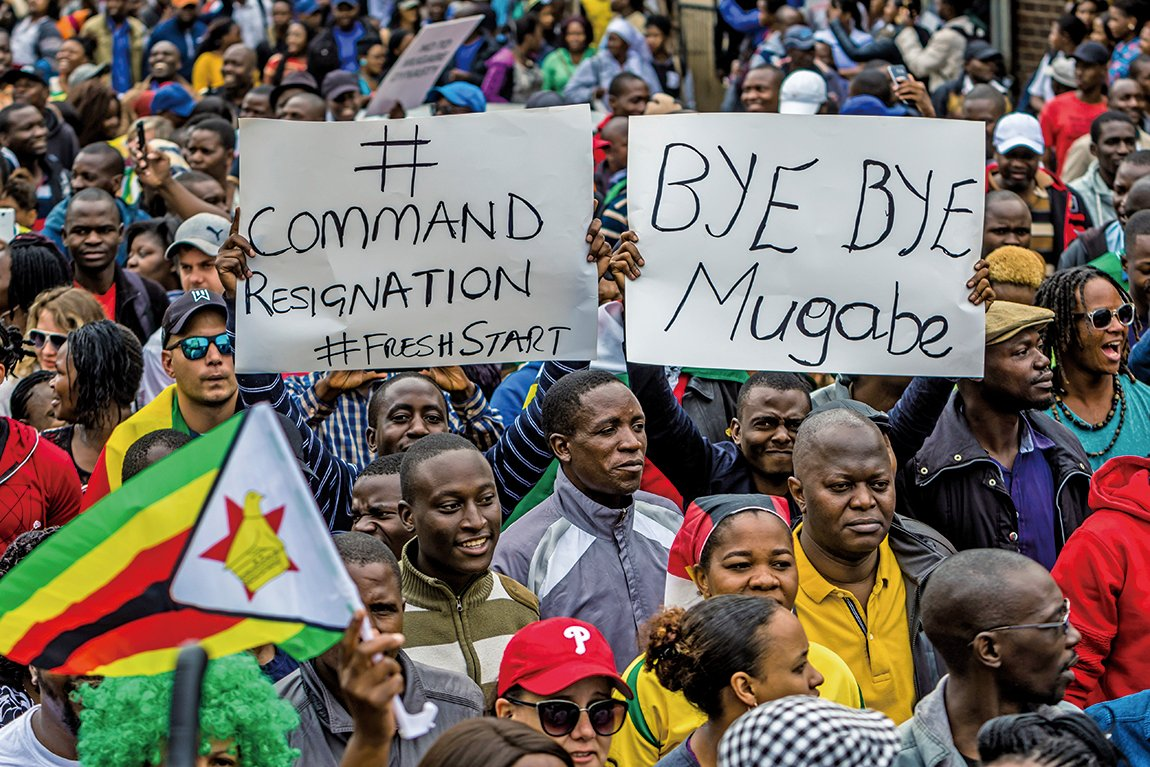 津巴布韋萬人走上街頭慶祝穆加貝即將垮台。(AFP)