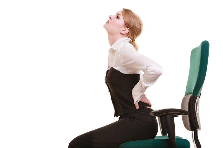 絕大多數人都會有肩頸疼痛或腰背疼痛的經驗。(Africa Studio/Shutterstock)